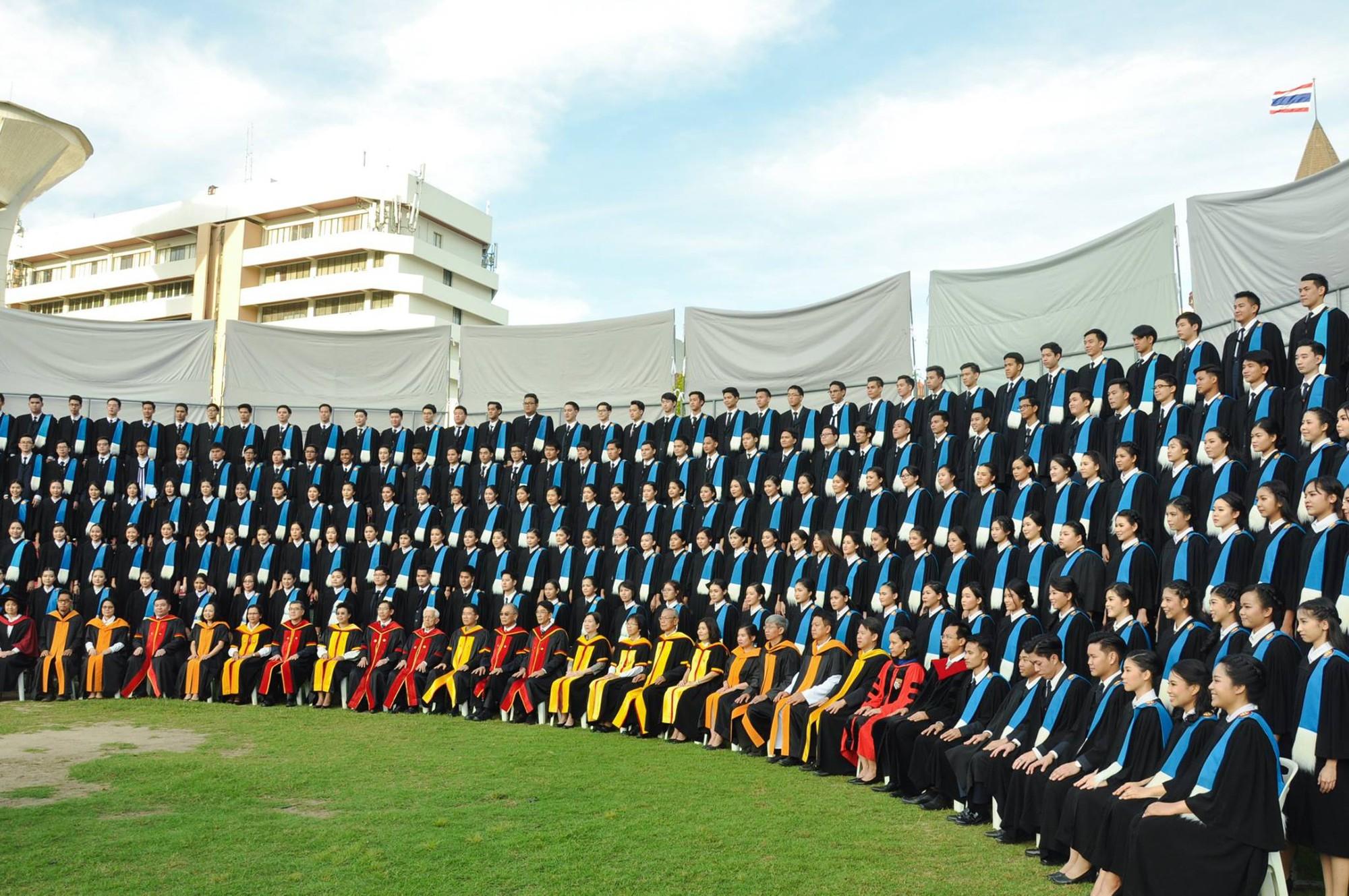Profile khủng của tội đồ khiến Thái Lan trượt vé chung kết AFF CUP: Cử nhân ngành Y trường ĐH tốt bậc nhất xứ chùa vàng - Ảnh 4.