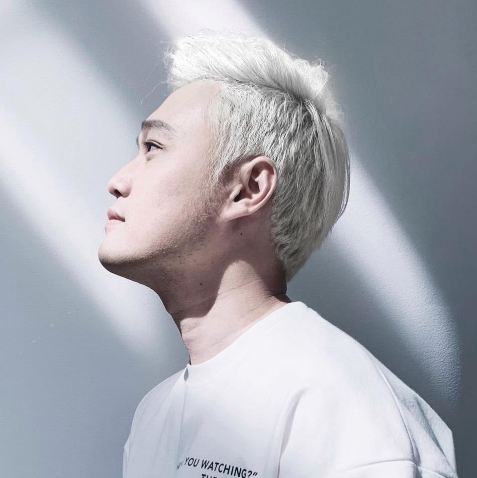 Trung thành với tóc đen cổ điển, Quang Vinh cũng có ngày lột xác ấn tượng cùng đầu bạch kim thế này - Ảnh 1.