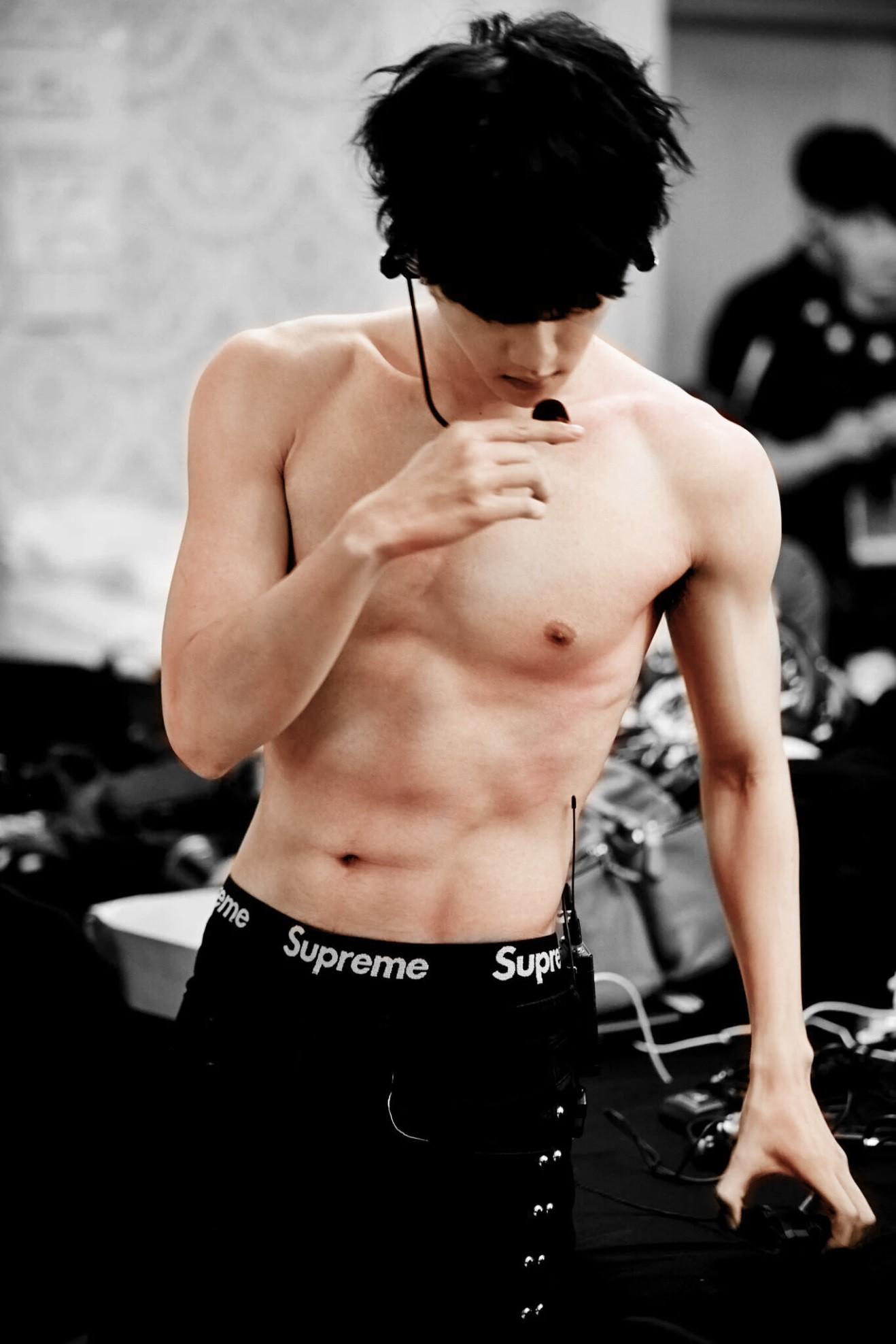 Nhìn những nam idol Kpop một thời mặt búng ra sữa lột xác ngoạn mục, cánh mày râu sẽ có thêm nhiều động lực - Ảnh 22.