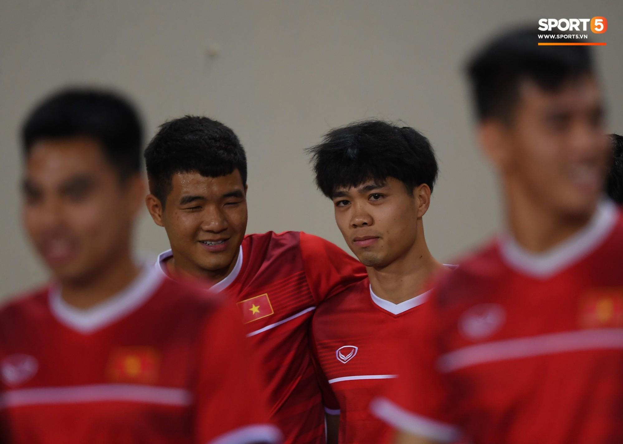 Công Phượng và Đức Chinh đang đứng trước áp lực khá lớn từ dư luận, khi cả 2 đều bỏ lỡ nhiều cơ hội thành bàn ở trận bán kết lượt đi gặp Philippines trên sân Panaad.