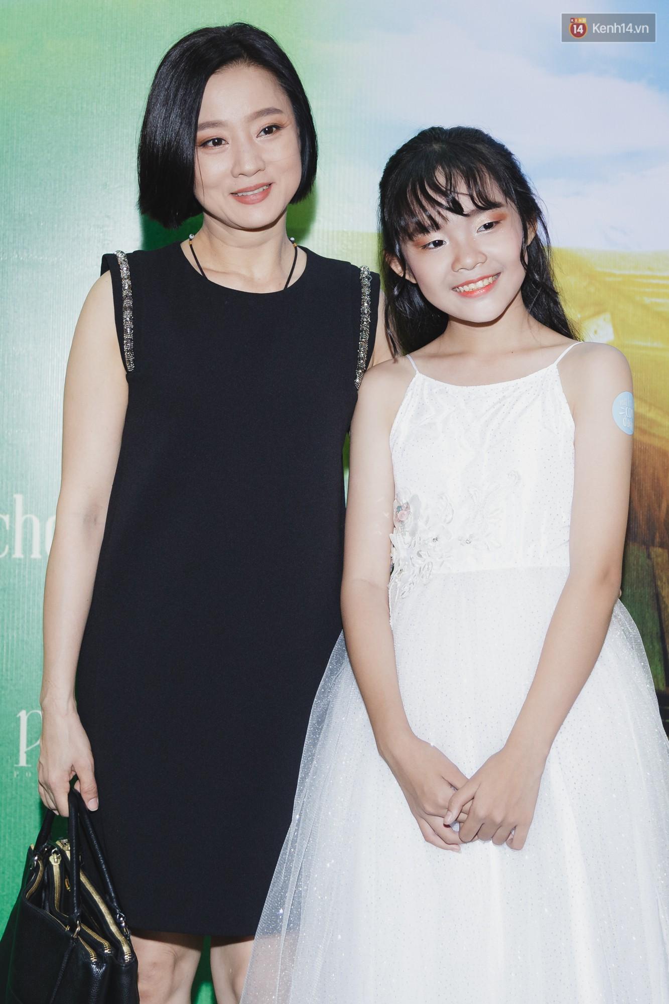 Kaity Nguyễn và Lâm Thanh Mỹ đọ sắc, người xinh như búp bê, người thanh lịch dịu dàng bên thảm đỏ ra mắt phim - Ảnh 15.