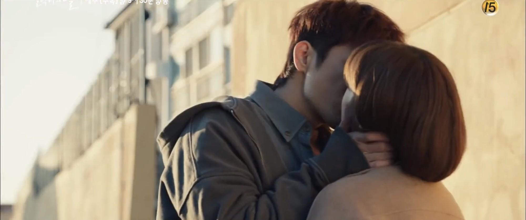 """Nhìn xem phim Hàn 2018 đã cho """"ra mắt chị em"""" bao nhiêu chàng bạn trai trong mơ! - Ảnh 21."""