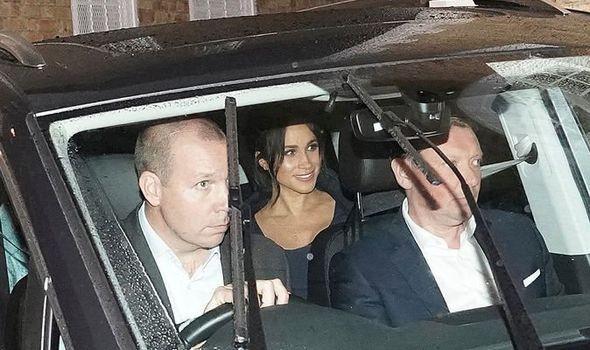 Meghan lộ gương mặt mệt mỏi, kém sắc, vòng hai to lùm lùm, gượng cười sau tin đồn xích mích với chị dâu Kate - Ảnh 3.
