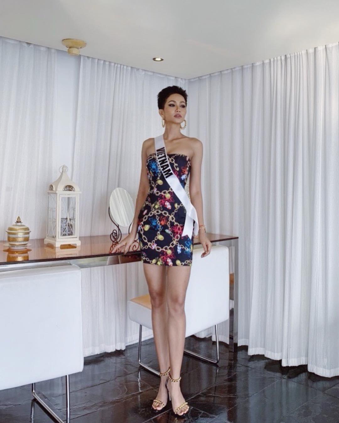 Hoa hậu HHen Niê một mình một chiến tuyến với kiểu đầm lấp lánh hết phần thiên hạ - Ảnh 4.