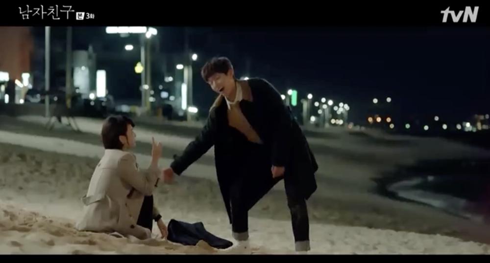 Không chê crush nghèo, Song Hye Kyo để trai trẻ Park Bo Gum đèo bằng xe chở hàng trong Encounter - Ảnh 2.