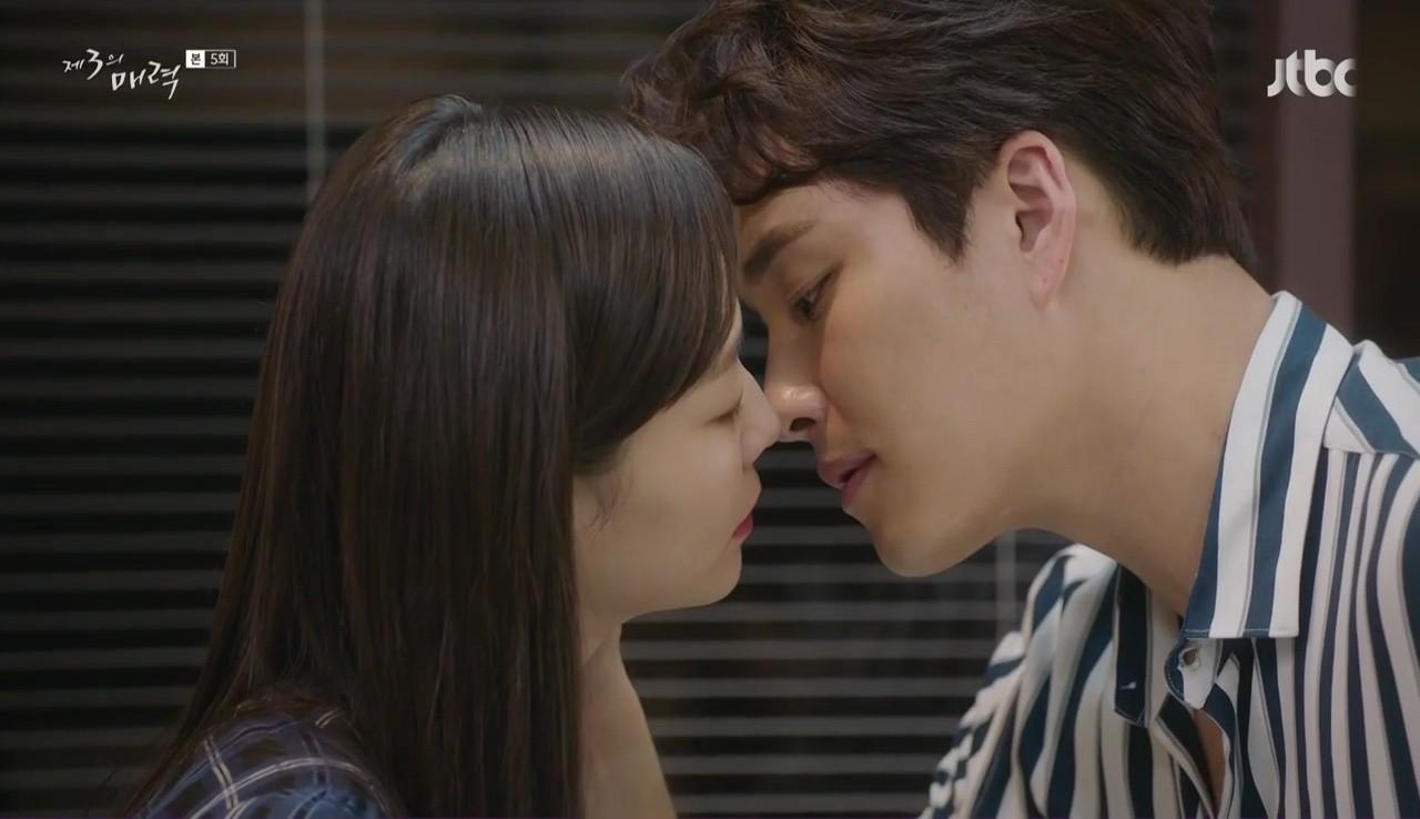 """Nhìn xem phim Hàn 2018 đã cho """"ra mắt chị em"""" bao nhiêu chàng bạn trai trong mơ! - Ảnh 23."""