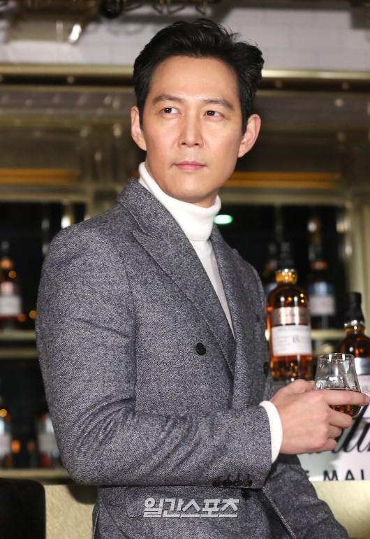 2 ông chú độc thân hấp dẫn nhất xứ Hàn dự sự kiện: U50 vẫn sexy, cực phẩm một thời đọ sắc cùng khung hình - Ảnh 10.