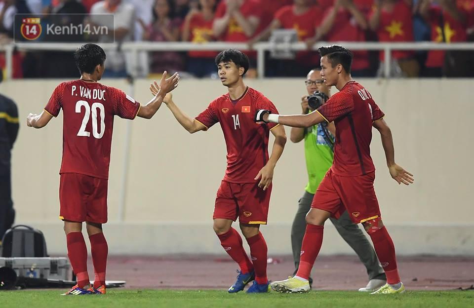 Dân Hàn Quốc thức đêm đón xem trận trận đấu giữa Việt Nam - Philippines - Ảnh 4.