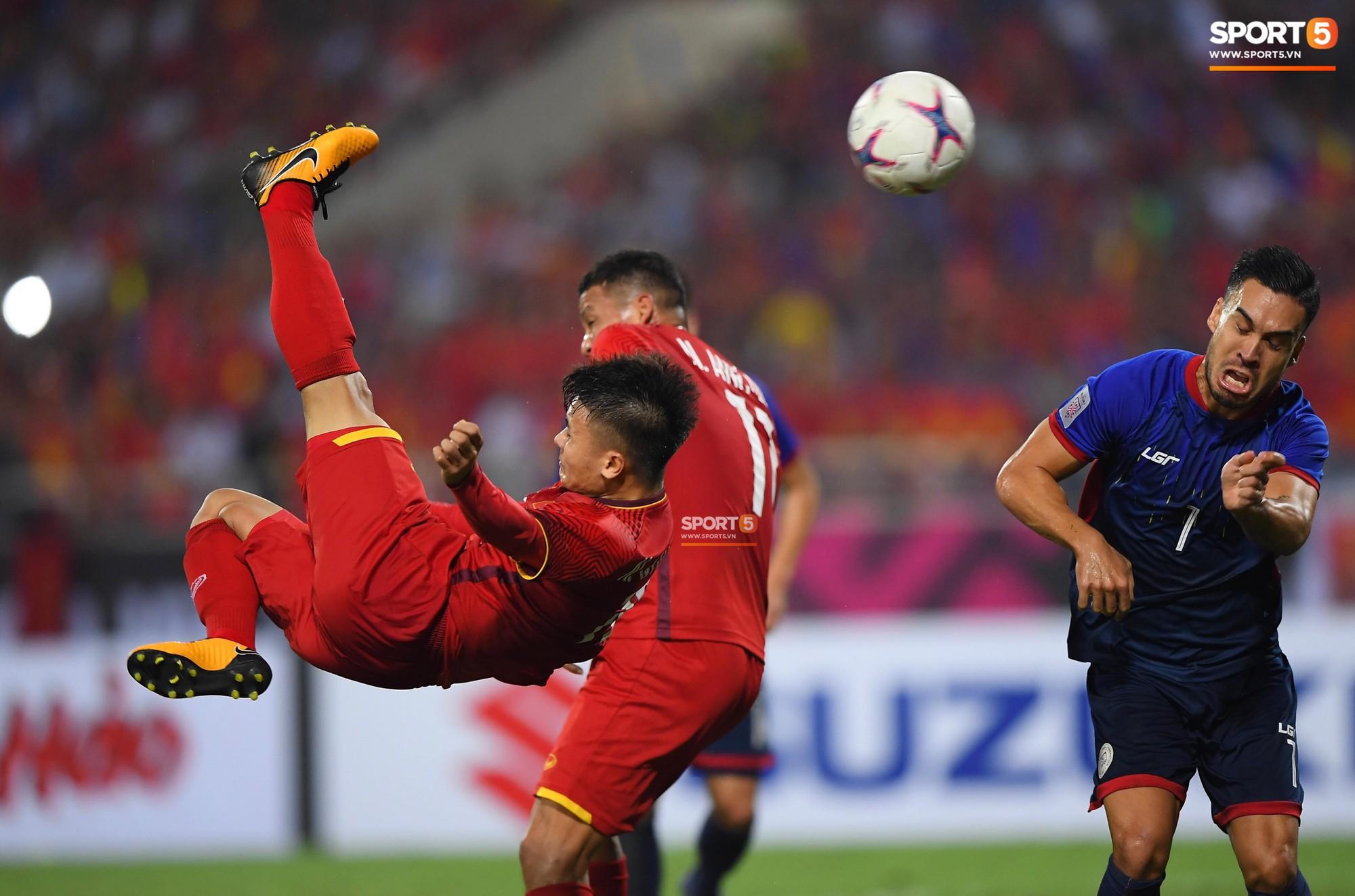 Trọng gắt chỉ thẳng mặt cầu thủ Philippines chơi xấu, bảo vệ em út Văn Hậu - Ảnh 8.