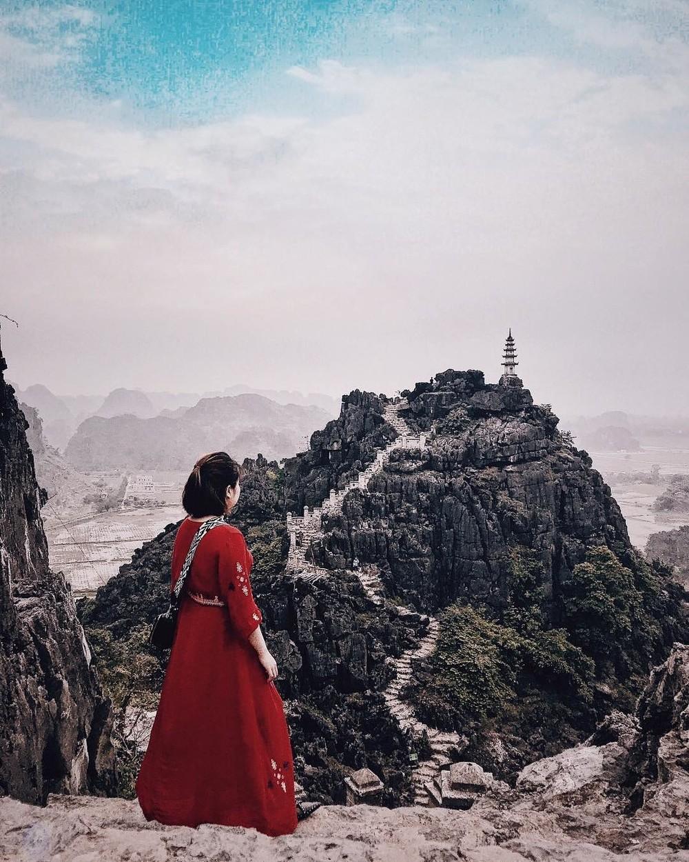Tọa độ check-in hot nhất ở Ninh Bình: Hùng vĩ và ảo diệu không thua gì cảnh phim cổ trang - Ảnh 3.
