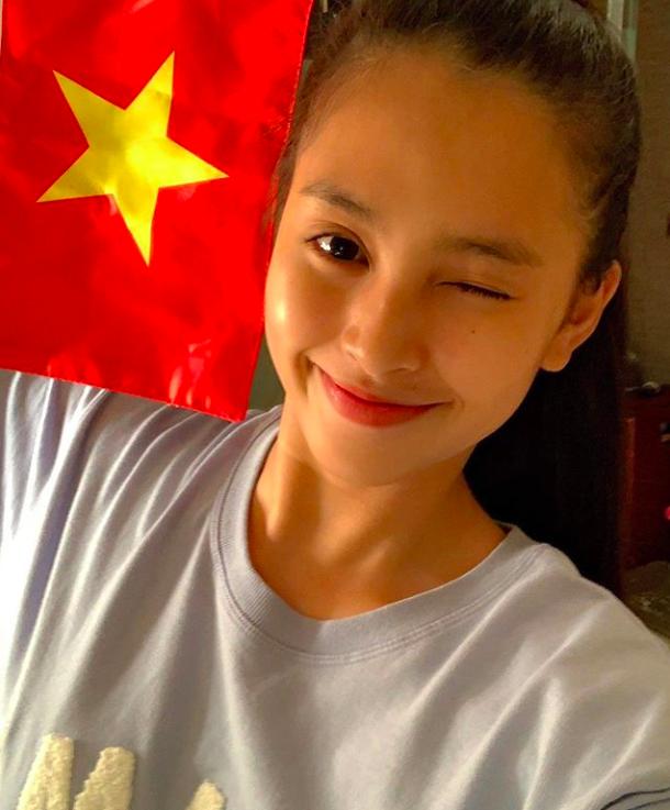 Dàn sao Vbiz đang ăn mừng tuyển Việt Nam vào chung kết: Mỗi người một kiểu, ai cũng vui nổ trời! - Ảnh 4.