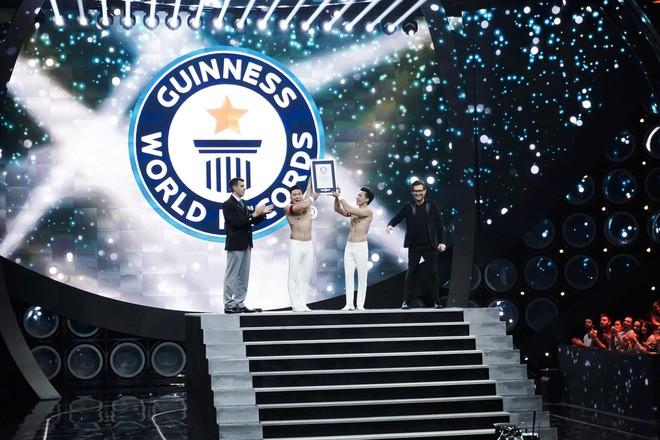 Anh em Quốc Cơ - Quốc Nghiệp kể lại giây phút căng thẳng đảm bảo tính mạng cho nhau hậu xác lập kỷ lục Guinness ở Ý - Ảnh 3.