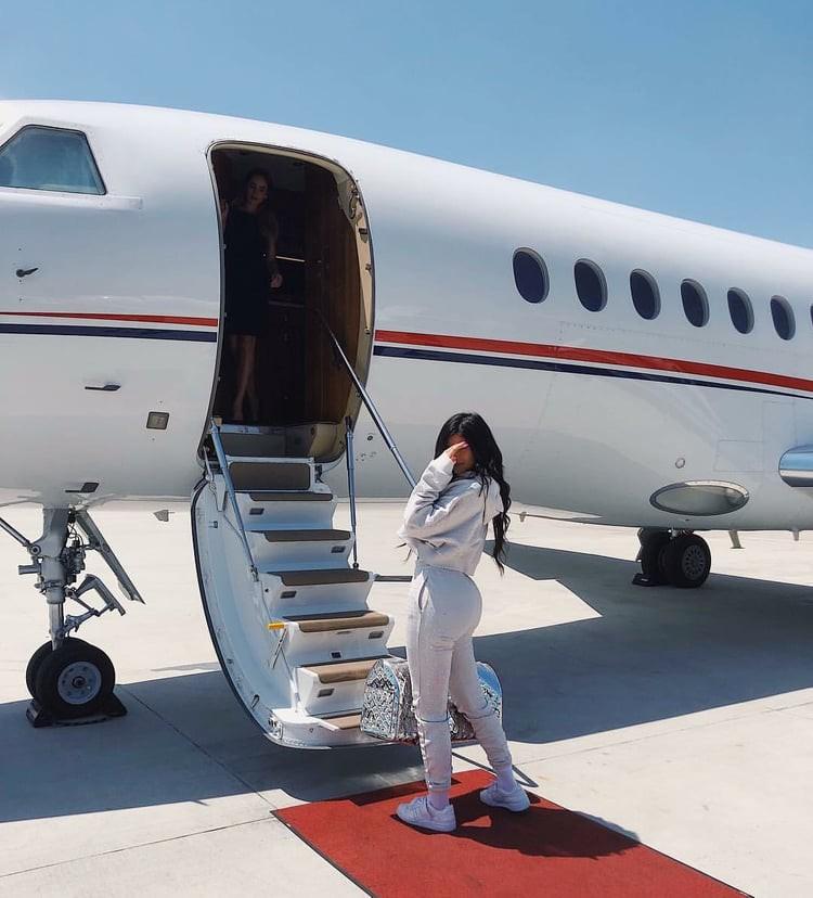 21 tuổi đã kiếm hàng ngàn tỷ đồng một năm, Kylie Jenner có cuộc sống sang chảnh và tài sản đáng ghen tị đến mức nào? - Ảnh 16.