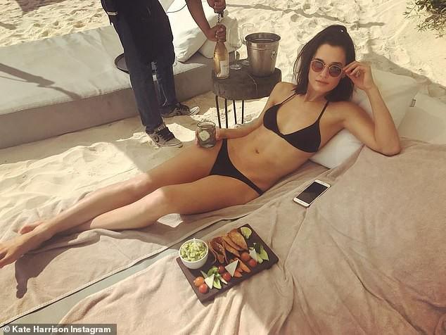 Hậu chia tay Brooklyn Beckham, Chloe Moretz hôn đồng giới với người mẫu nữ của tạp chí Playboy - Ảnh 6.