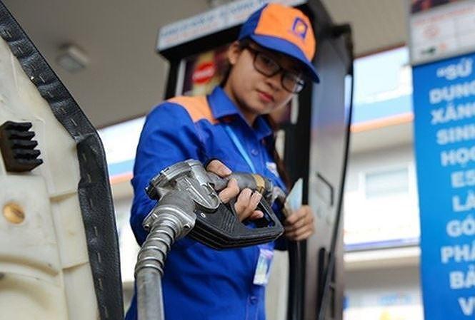Giá xăng giảm mạnh gần 1.500 đồng mỗi lít - Ảnh 1.