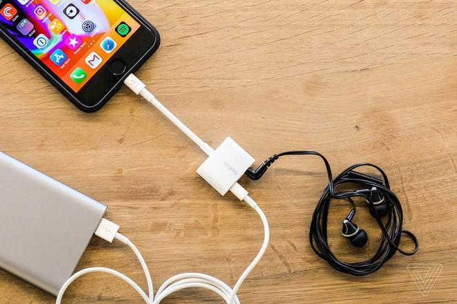 Viên thuốc giá 30.000 đồng này chính là lời giải cho iPhone không có cổng tai nghe riêng? - Ảnh 1.