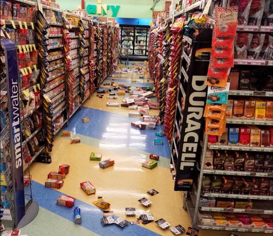 Mỹ: Đường sập tan nát do động đất, lấp lại như mới trong 4 ngày - Ảnh 6.