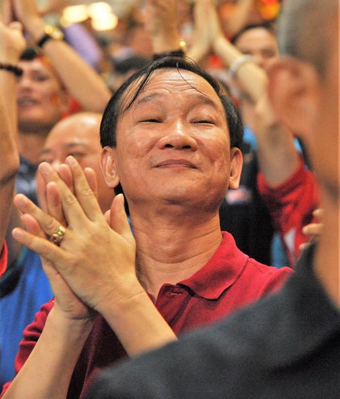 Bạn gái Quang Hải ăn mừng cực sung khi người yêu ghi bàn vào lưới Philippines - Ảnh 10.