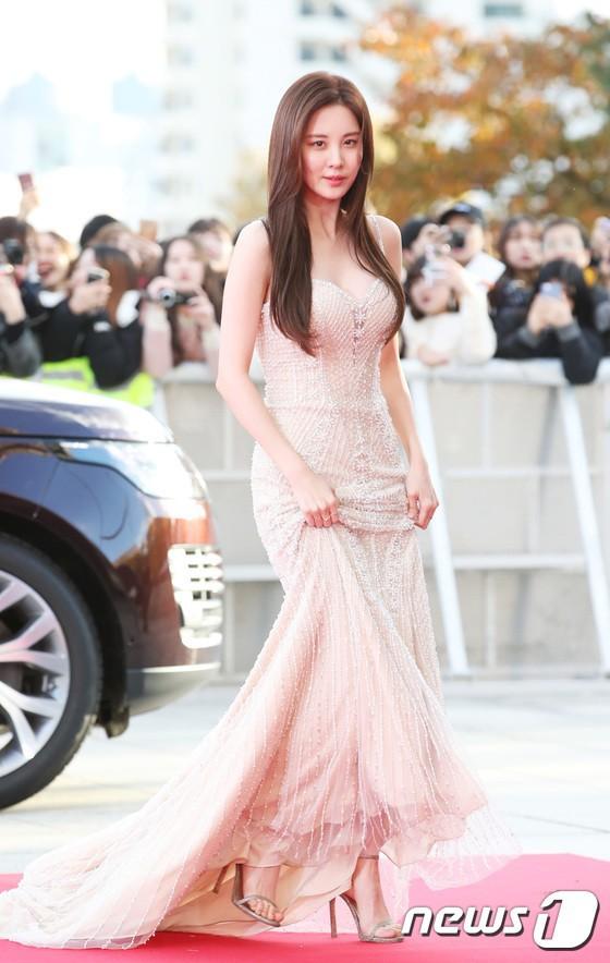 Choáng ngợp vì dàn host siêu khủng của 4 lễ trao giải Hàn cuối năm: MAMA mời bộ 3 tài tử, Park Min Young lộ diện - Ảnh 8.