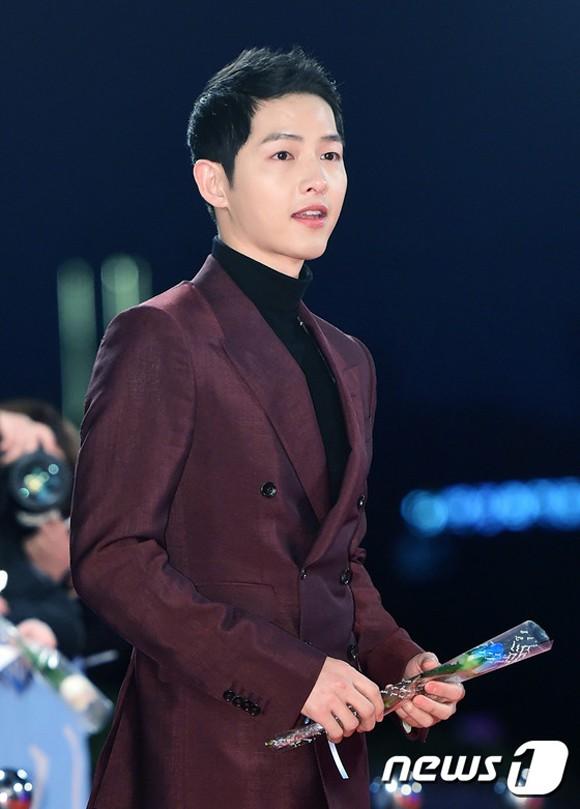 Choáng ngợp vì dàn host siêu khủng của 4 lễ trao giải Hàn cuối năm: MAMA mời bộ 3 tài tử, Park Min Young lộ diện - Ảnh 1.