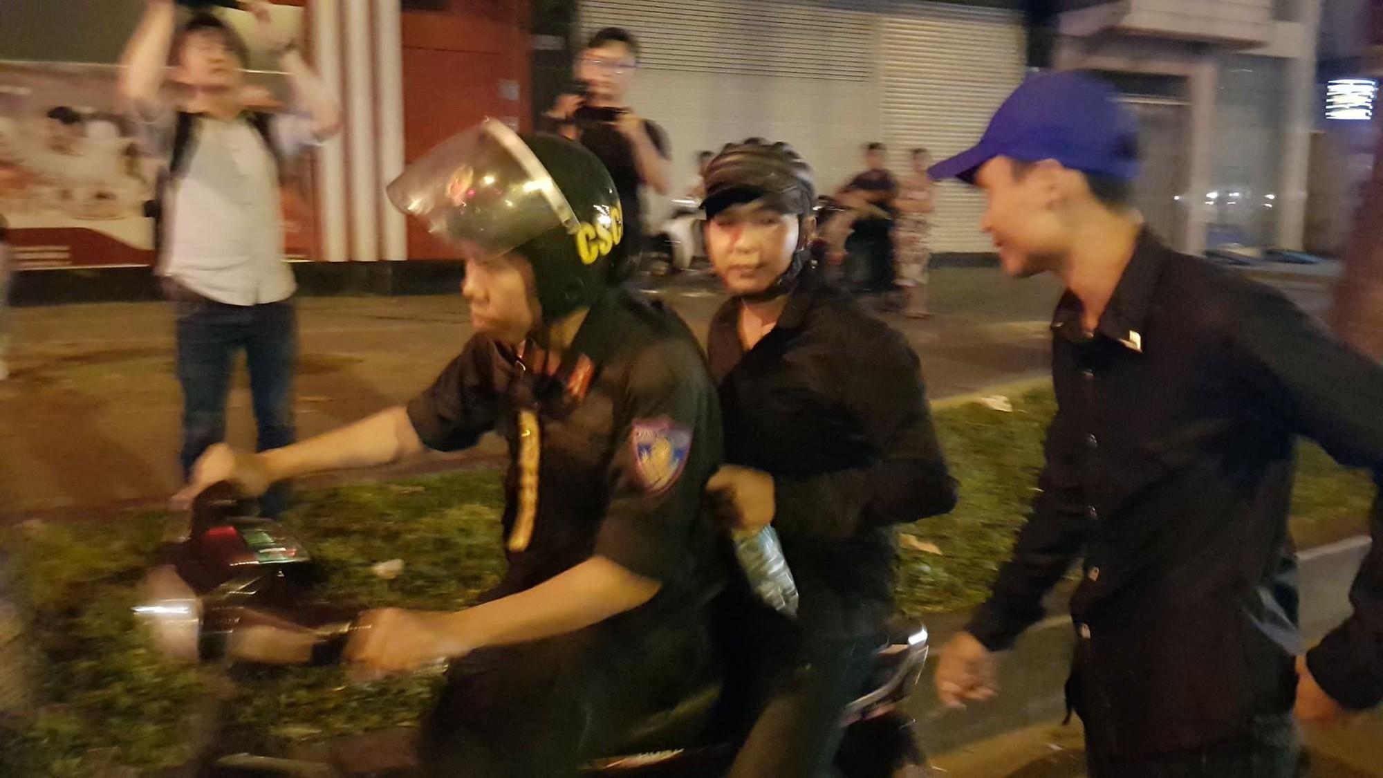 CSGT TP.HCM xử phạt gần 80 trường hợp đi bão sau trận thắng của đội tuyển Việt Nam - Ảnh 3.