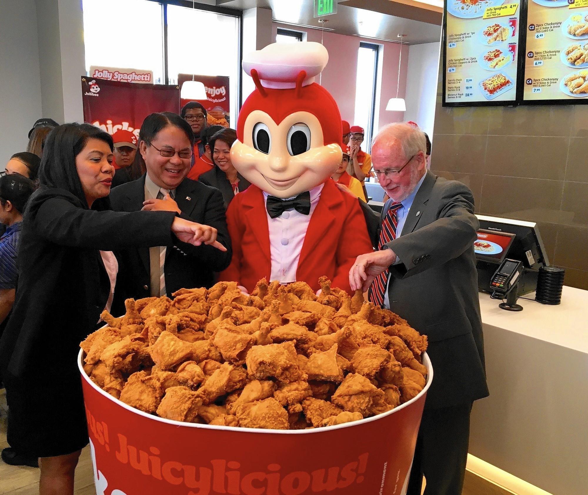 Câu chuyện về Jollibee - thủ phạm khiến đế chế McDonalds mất 40 năm vẫn không thể đứng số 1 tại Philippines - Ảnh 3.