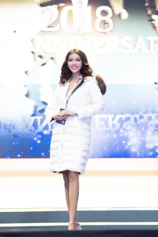Ba Lan lạnh 0 độ, Minh Tú vẫn cháy hết mình trong buổi tổng duyệt trước chung kết Hoa hậu tối nay - Ảnh 2.