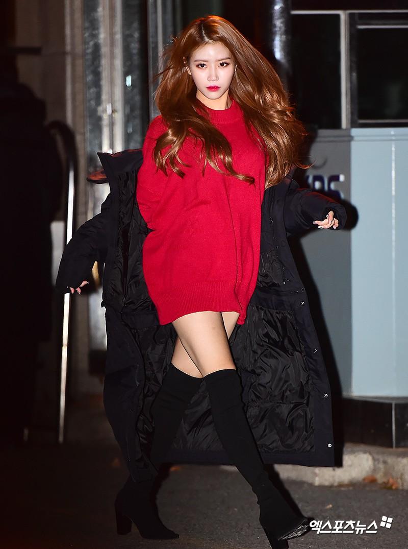 Dàn idol Kpop gây náo loạn tại Music Bank: Irene quá đẹp nhưng bị nữ idol làm lố lấn át, Wanna One, GOT7 đổ bộ - Ảnh 2.