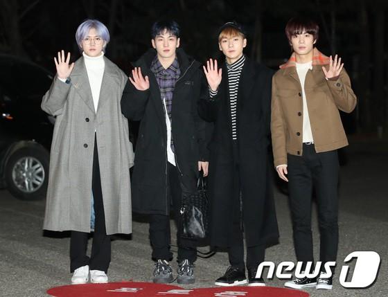 Dàn idol Kpop gây náo loạn tại Music Bank: Irene quá đẹp nhưng bị nữ idol làm lố lấn át, Wanna One, GOT7 đổ bộ - Ảnh 23.