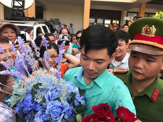 Truy tố bác sĩ Hoàng Công Lương tội danh từ 3 tới 10 năm tù - Ảnh 1.