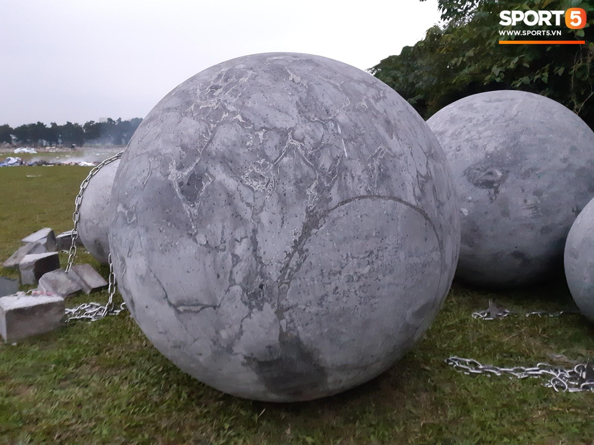Đã tìm ra vị trí bí ẩn của 40 quả cầu đá sau khi bị di dời khỏi sân Mỹ Đình - Ảnh 8.
