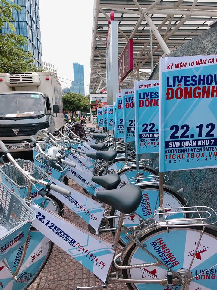 Fan Đông Nhi chịu chơi hết cỡ, phát động chiến dịch đạp xe - tặng vé khắp Sài Gòn quảng bá liveshow của thần tượng - Ảnh 3.