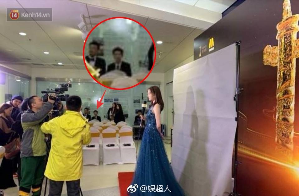 8 khoảnh khắc hot tại Hoa Biểu: Luhan lặng lẽ ngắm nhìn người yêu, Đặng Siêu lôi kéo cả dàn sao khủng chụp selfie - Ảnh 2.