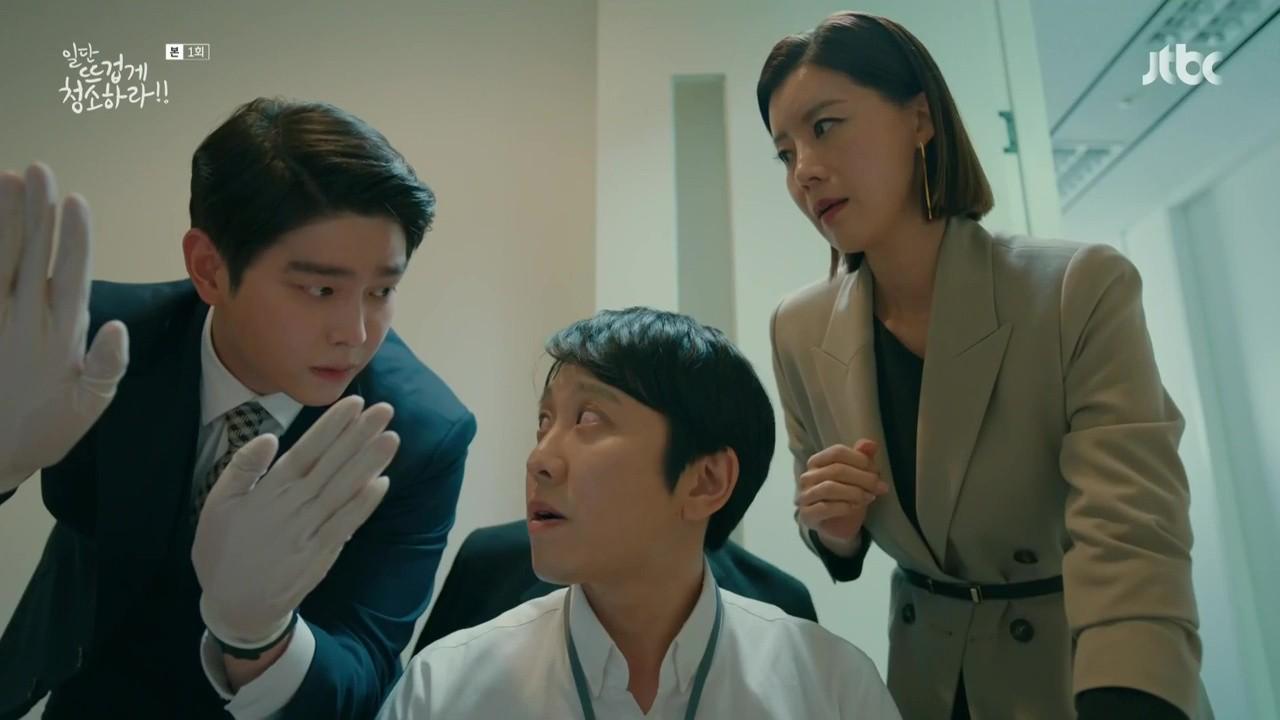 """Xem """"Cô Tiên Dọn Dẹp"""" của Kim Yoo Jung, khán giả lại chỉ để ý đến… cái bình xịt của nam chính - Ảnh 5."""