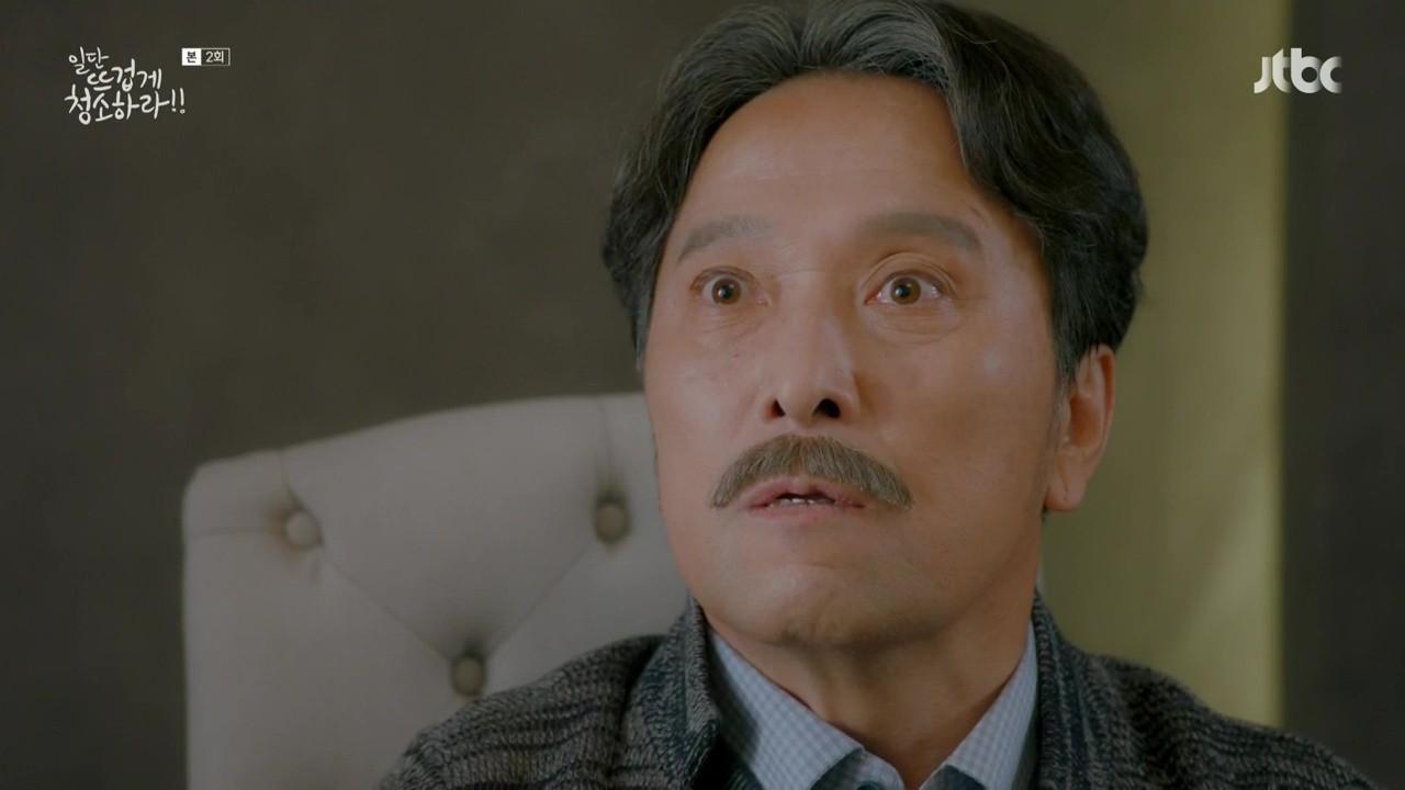 """Xem """"Cô Tiên Dọn Dẹp"""" của Kim Yoo Jung, khán giả lại chỉ để ý đến… cái bình xịt của nam chính - Ảnh 3."""