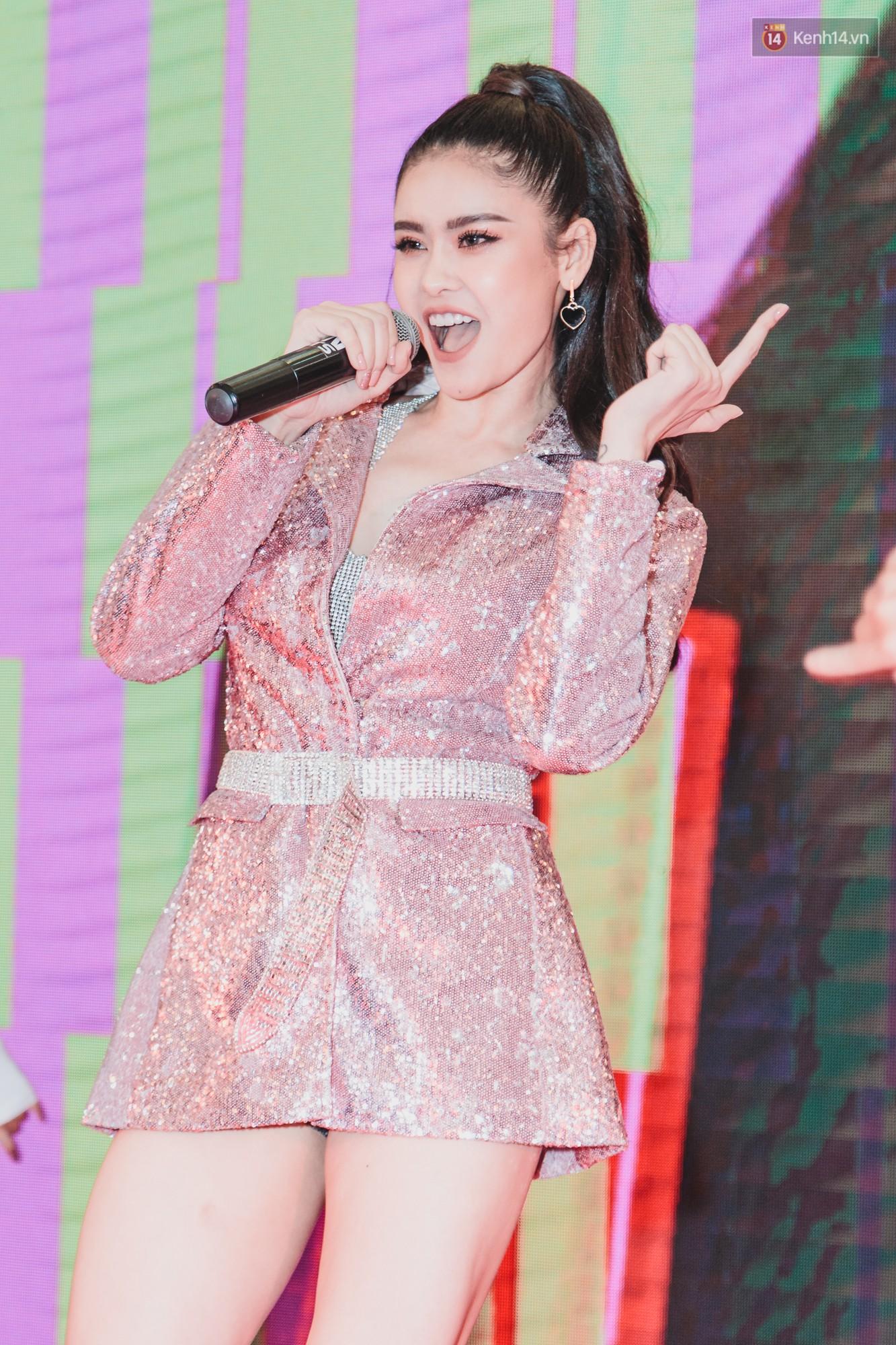 Đã lâu rồi, khán giả mới lại thấy Trương Quỳnh Anh biểu diễn sung thế này sau thời gian trục trặc hôn nhân - Ảnh 3.