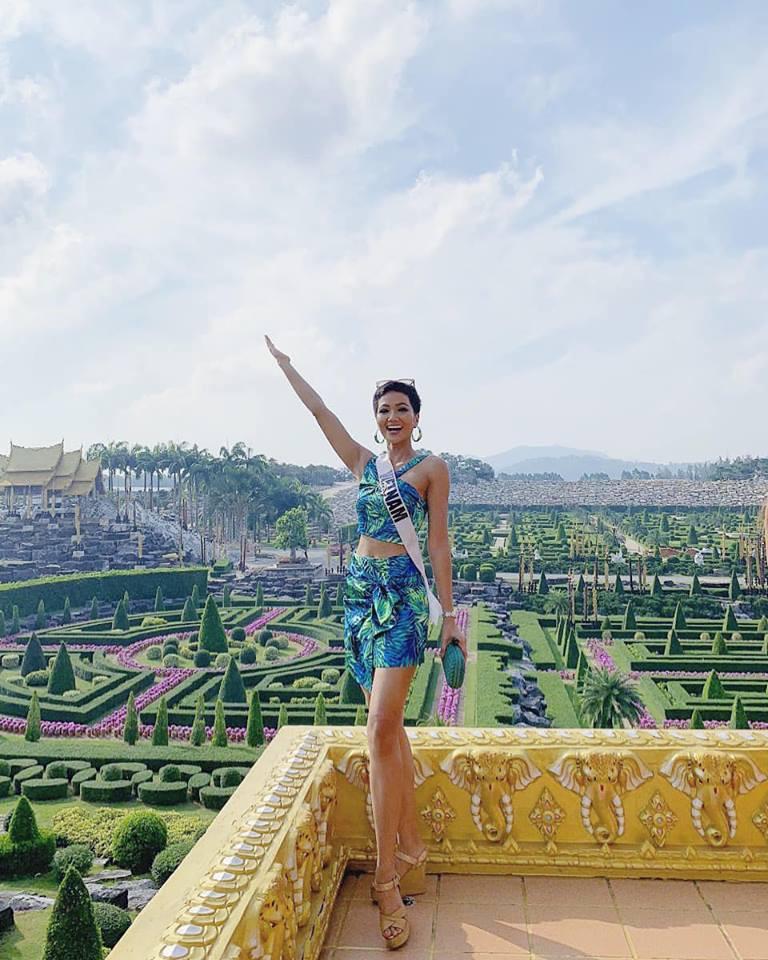 HHen Niê sải bước catwalk chặt chém, cùng dàn mỹ nhân Miss Universe 2018 gấp rút tập luyện cho đêm chung kết - Ảnh 3.
