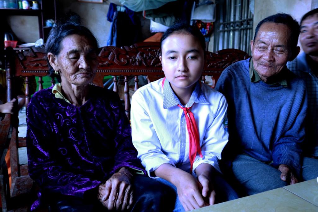 Hành trình vượt qua nghịch cảnh của nữ sinh 17 tuổi mang 2 dòng máu Việt – Trung: Em chỉ mong học hết lớp 12 rồi kiếm tiền nuôi gia đình - Ảnh 1.