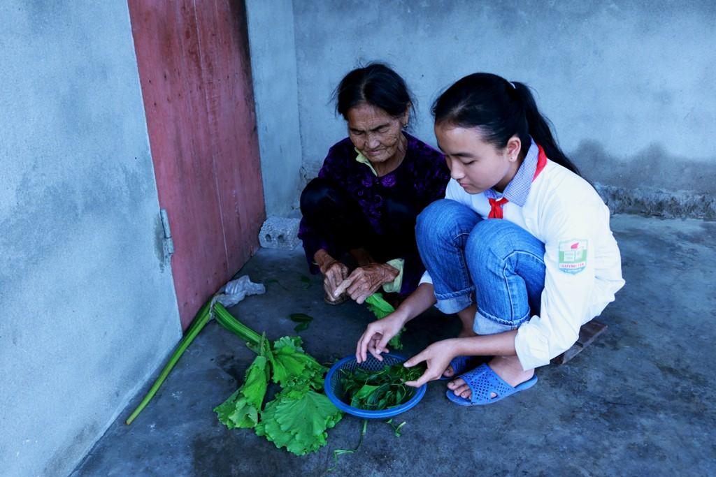 Hành trình vượt qua nghịch cảnh của nữ sinh 17 tuổi mang 2 dòng máu Việt – Trung: Em chỉ mong học hết lớp 12 rồi kiếm tiền nuôi gia đình - Ảnh 2.