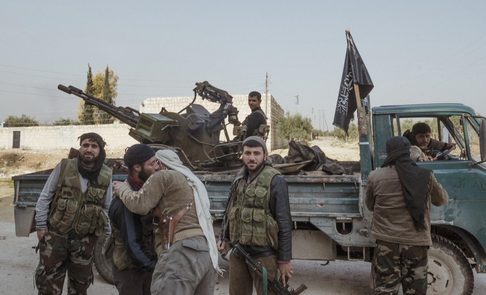 Mai Nguyên Anh: 20 tuổi liều lĩnh sang Syria chụp ảnh chiến trường, 25 tuổi lại đi khắp đất nước chụp 19 nhân vật truyền cảm hứng - Ảnh 5.