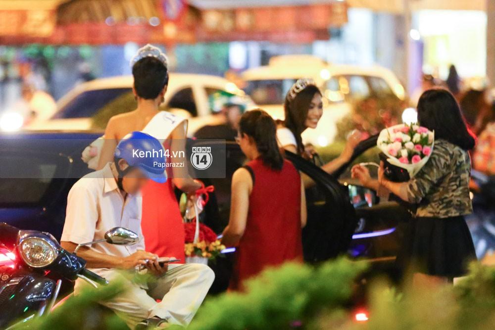 Một ngày làm việc từ sáng sớm đến tối mịt của Top 3 Hoa hậu Hoàn vũ Việt Nam 2017 - Ảnh 9.