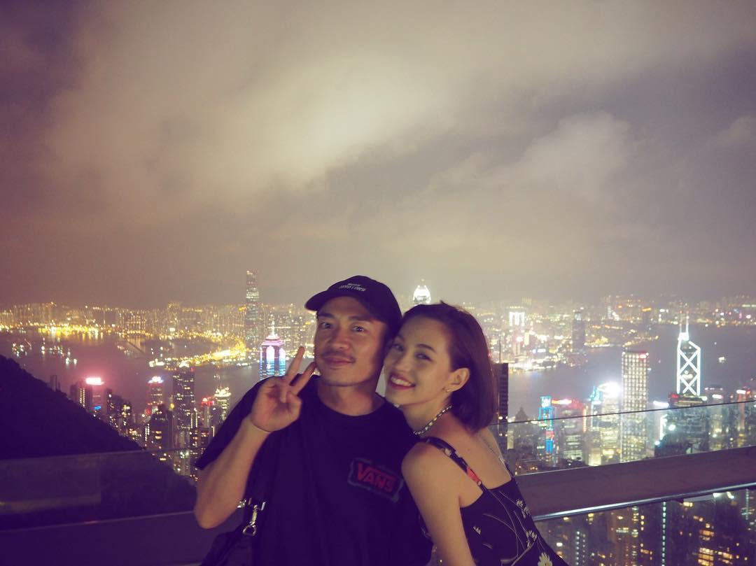 Hiếm lắm mới đăng story Instagram, Song Hye Kyo bỗng thân thiết bên người đàn ông lạ mặt - Ảnh 9.