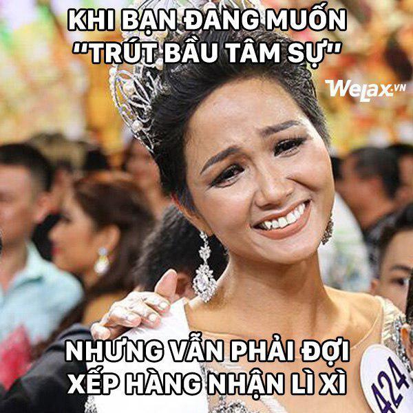 """Biểu cảm lúc đăng quang không rõ """"cười hay mếu"""" của Tân hoa hậu Hoàn vũ H'Hen Niê lại thành nguồn chế ảnh bất tận! - Ảnh 7."""