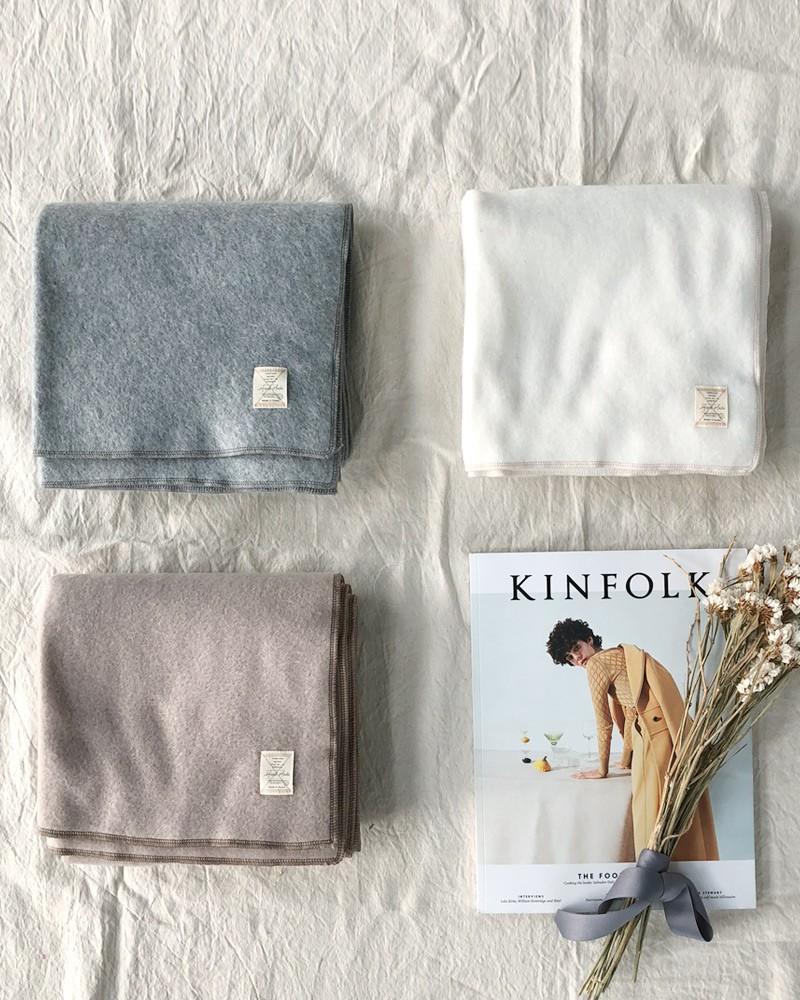 Trời rét thế này ra đường không thể thiếu khăn quàng, và đây là 4 kiểu khăn mốt nhất mà bạn nên sắm - Ảnh 1.