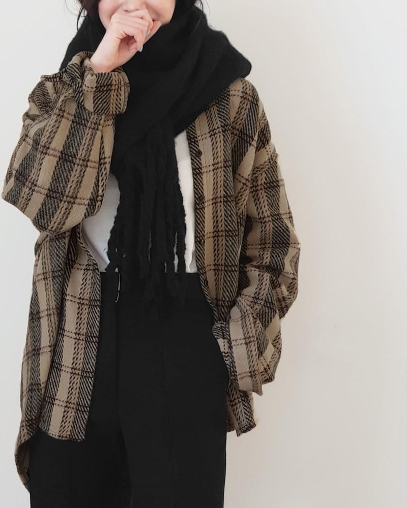 Trời rét thế này ra đường không thể thiếu khăn quàng, và đây là 4 kiểu khăn mốt nhất mà bạn nên sắm - Ảnh 4.