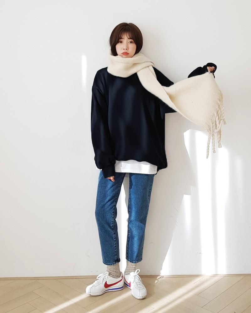 Trời rét thế này ra đường không thể thiếu khăn quàng, và đây là 4 kiểu khăn mốt nhất mà bạn nên sắm - Ảnh 3.