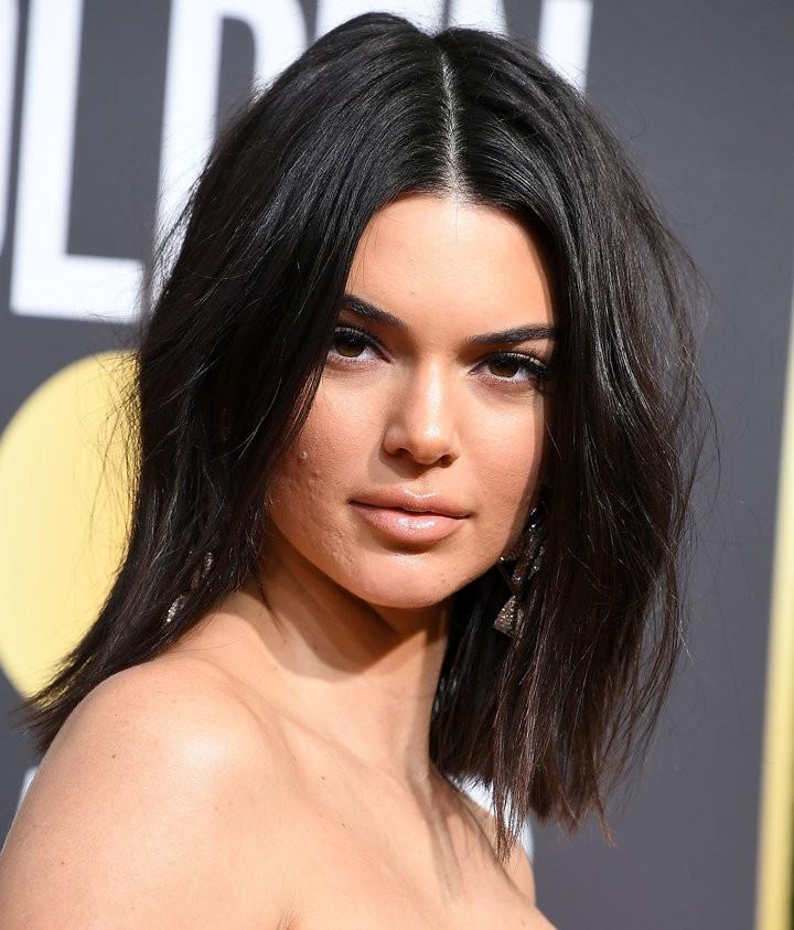 Dù Kendall Jenner lộng lẫy nhất nhì thảm đỏ Quả Cầu Vàng nhưng làn da mụn sần sùi của cô mới là tâm điểm bàn tán - Ảnh 2.