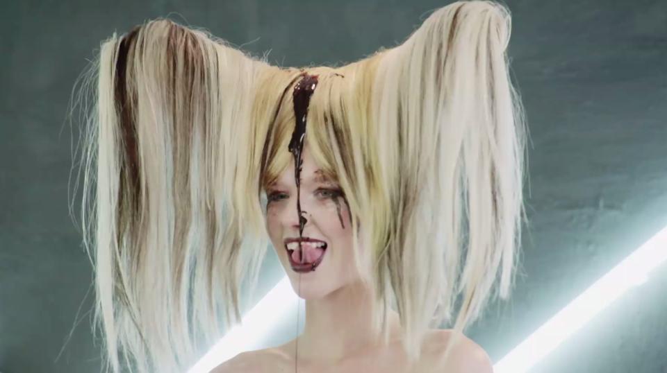 Những kiểu tóc quái đản có khả năng sẽ lên ngôi trong năm 2018 - Ảnh 3.