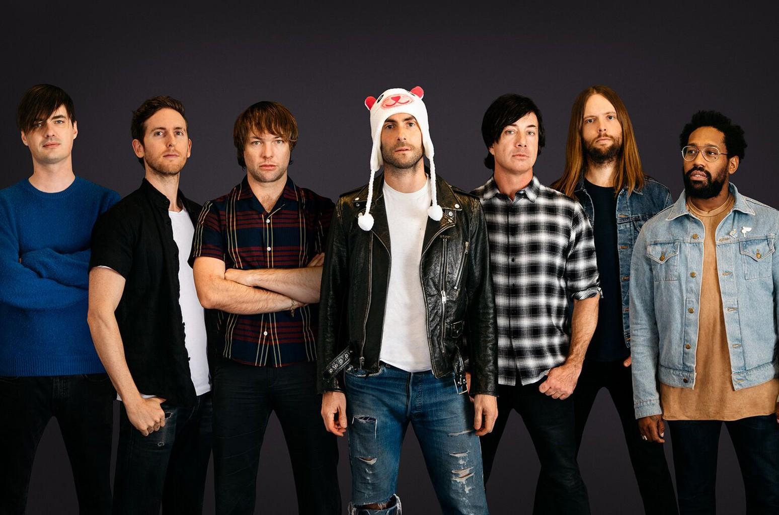 Maroon 5 tung MV khó hiểu khiến fan không khỏi rùng mình