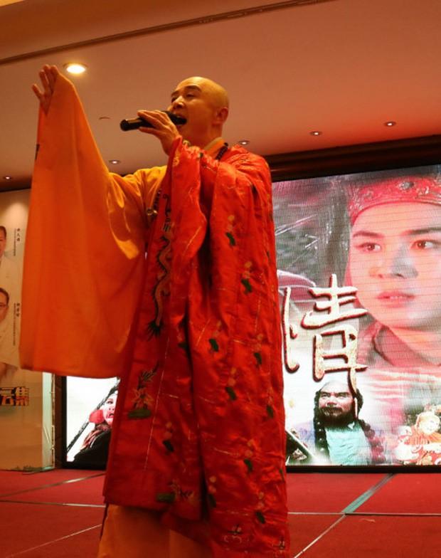 Sao Cbiz lỗi thời: Đường Tăng đi hát hội chợ kiếm tiền, Nhĩ Thái kéo fame bằng hình ảnh gây sốc - Ảnh 3.